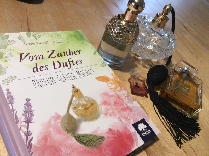Vom Zauber des Duftes 001 - Parfumambivalenz & ein duftender Buchtipp